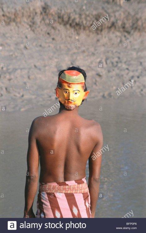 mask-for-tiger-repelling-sunderban-national-park-west-bengal-india-BFP0P6.jpg