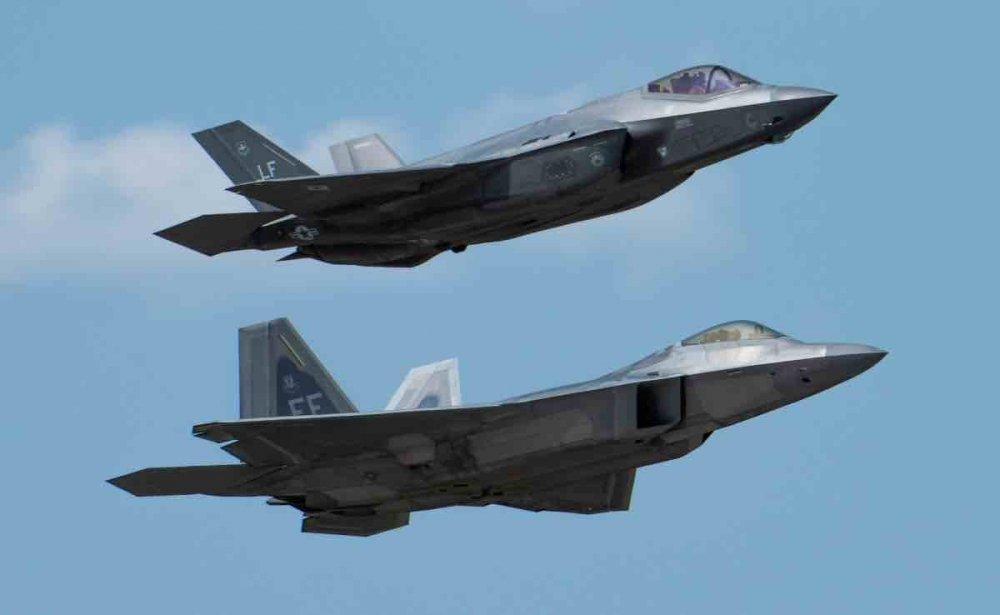 F-22-and-F-35-Range.thumb.jpg.fb5f2bae85f5aff90262a12d89a1ca62.jpg
